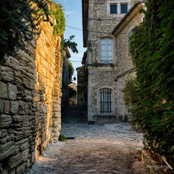 Sunrise in the Streets of Gordes - Côte d'Azur